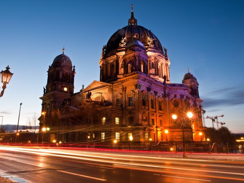 Dom van Berlijn bij het vallen van de avond royalty-vrije stock foto's