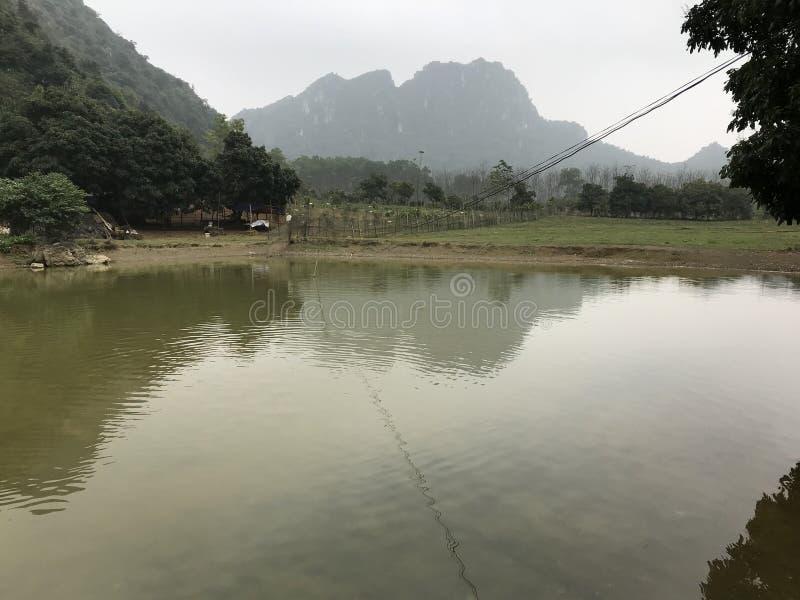 Dom w górzystym terenie Wietnam obrazy royalty free