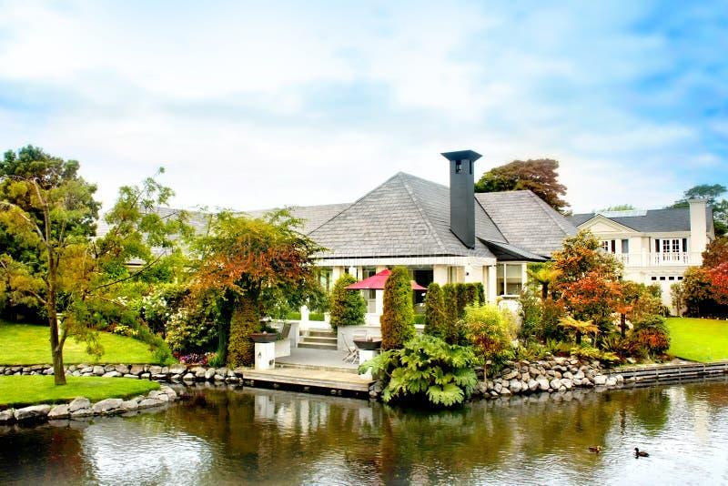 Dom w Jesień obrazy royalty free