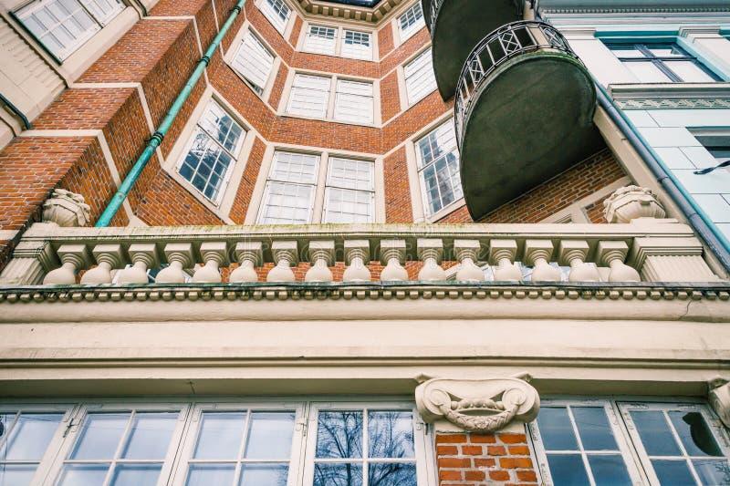 Dom w Kopenhaga Ściana z cegieł, balkon z kolumnami, okno zatrzymuje fotografia royalty free