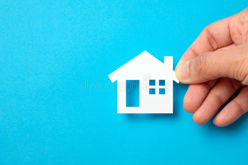 Dom w papierze dla nieruchomość majątkowego przemysłu zdjęcie royalty free