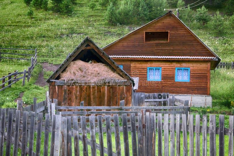 Dom w Rosyjskiej wiosce, Altai zdjęcia royalty free