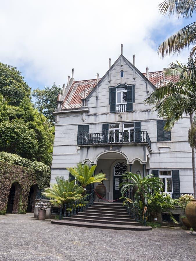 Dom w Tropikalnym ogródzie przy Monte nad Funchal madera zdjęcie stock