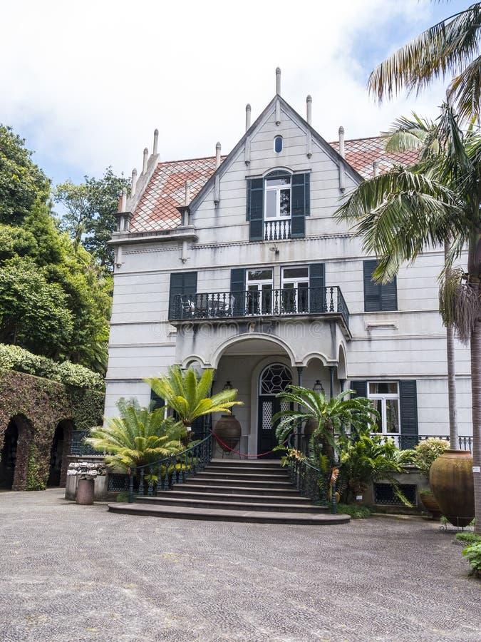 Dom w Tropikalnym ogródzie przy Monte nad Funchal madera zdjęcia stock