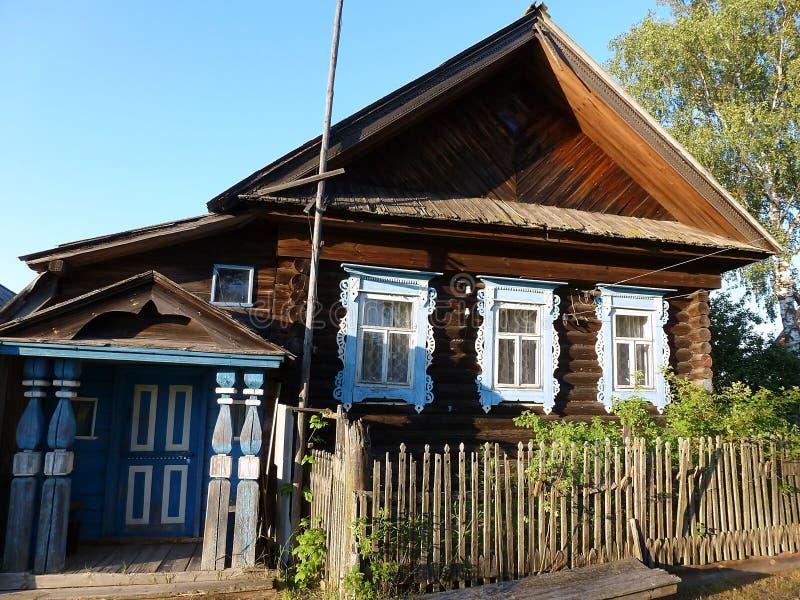 Dom w wiosce przy zmierzchem fotografia royalty free
