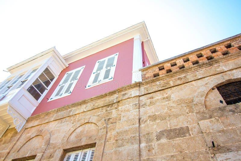 Dom wysoki z różowymi ścianami obrazy royalty free
