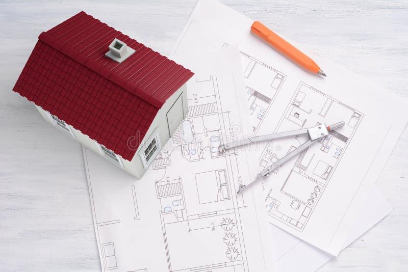 Dom z domowym planem i narzędziami zdjęcie stock