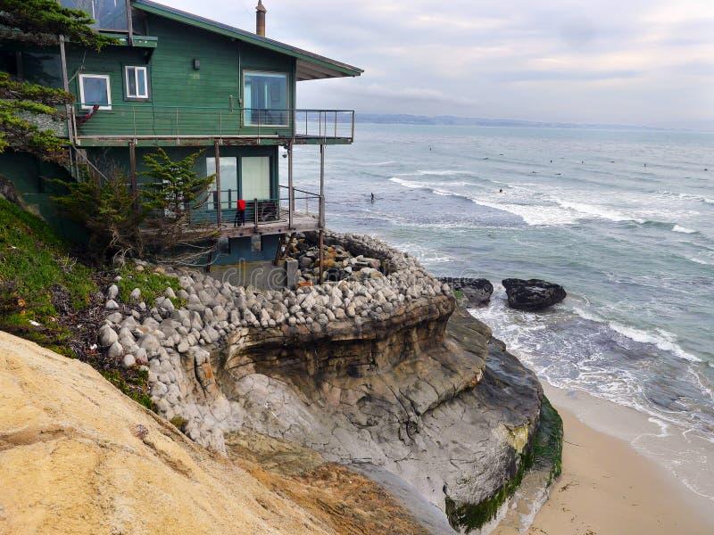 Dom z idealnym widokiem na ocean zdjęcie stock