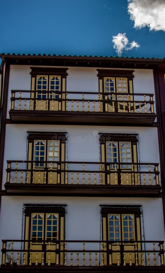 Dom z okno i balkonami obraz royalty free
