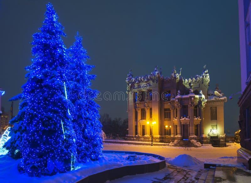 Dom z przerazami podczas zima wakacje czasu zdjęcie royalty free