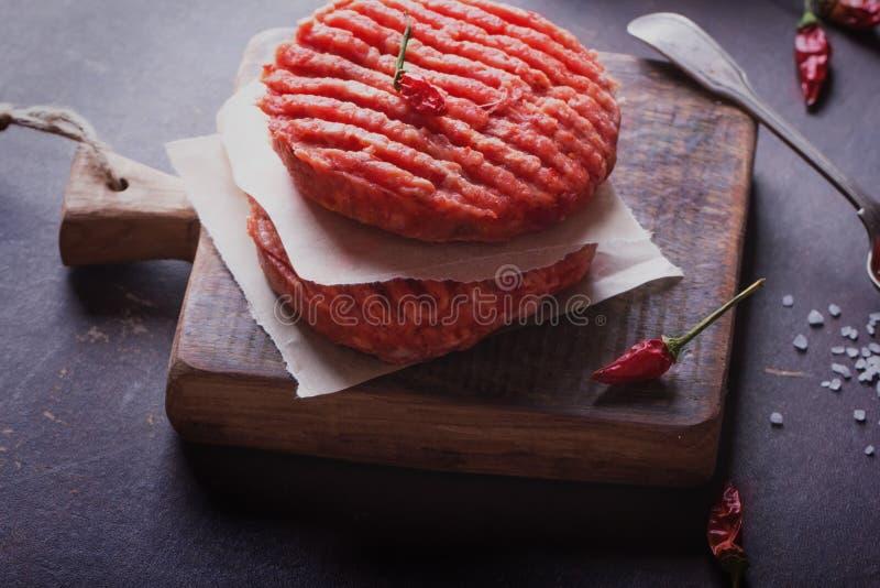 Dom zrobił hamburgeru kucharstwu fotografia stock
