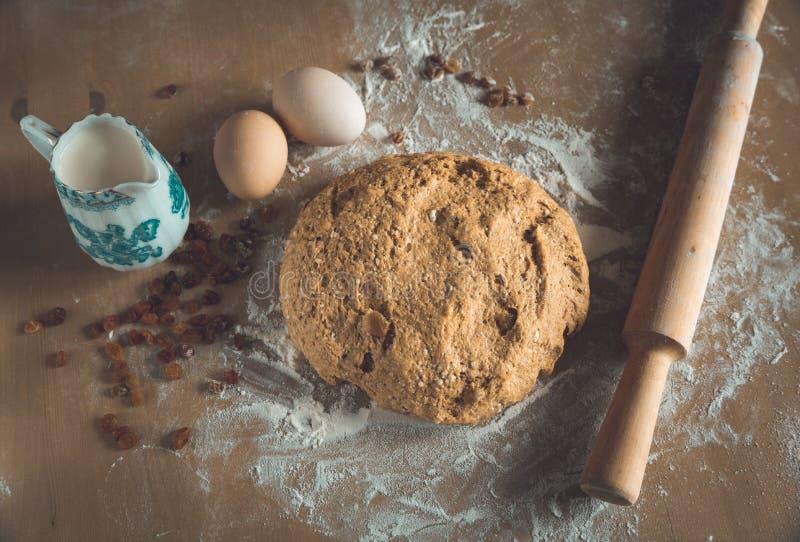 Dom zrobi? spichrzowemu chlebowi z rodzynkami fotografia royalty free