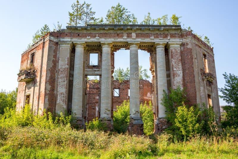 Domaine de Petrovskoe-Alabino - les ruines d'une ferme abandonnée à la fin du XVIIIème siècle photographie stock libre de droits