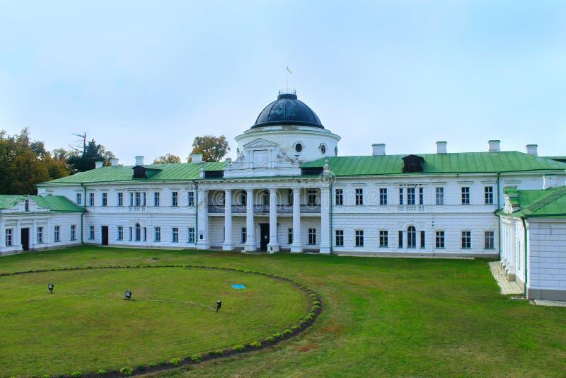 Domaine historique dans Kachanivka avec le grand parc et l'ensemble architectural photos libres de droits