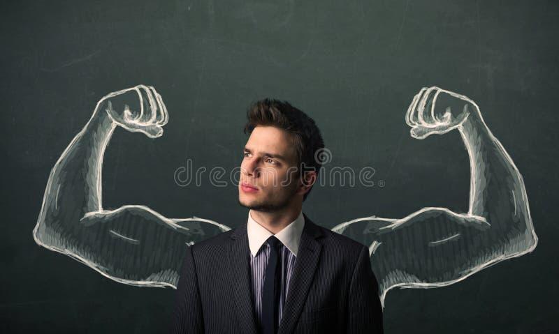 Domandandosi con le forti e armi muscolose schizzate immagine stock
