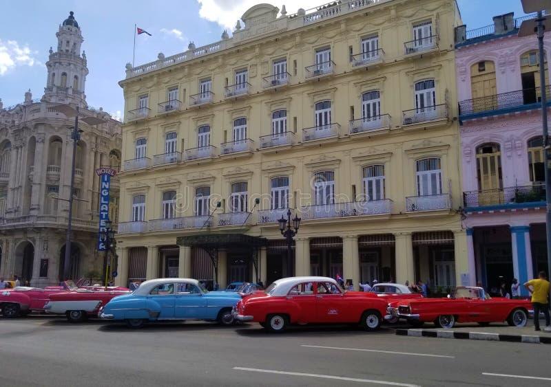 Domandandosi sulle vie di Avana immagini stock libere da diritti