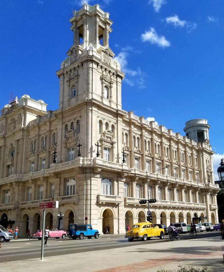 Domandandosi sulle vie di Avana fotografie stock libere da diritti