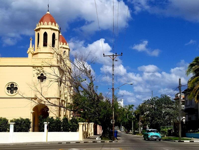 Domandandosi sulle vie di Avana fotografie stock