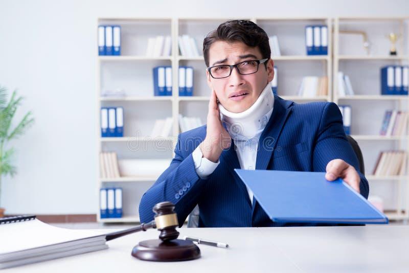 Domaren i begrepp för medicinsk försäkring royaltyfri bild