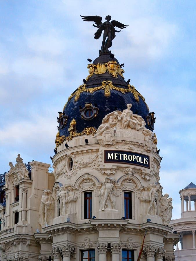 Domed Metropolis Building i Madrid Spanien fotografering för bildbyråer