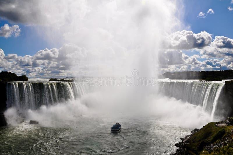 Domestica della navigazione della foschia in Niagara Falls. fotografie stock libere da diritti