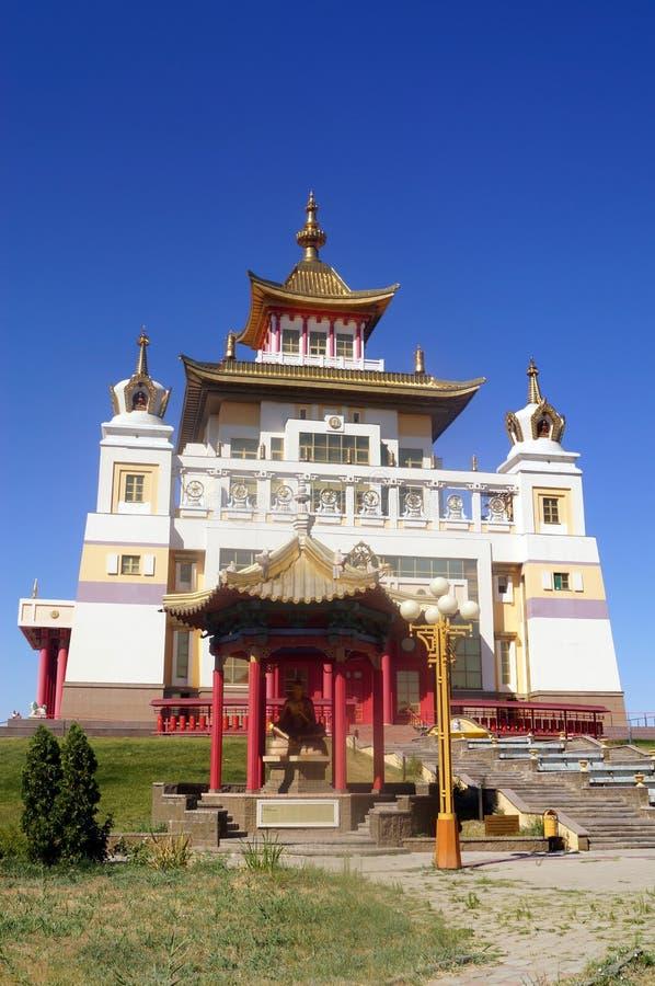 Domicílio dourado do templo budista da Buda Shakyamuni Elista, república de Calmúquia, Rússia imagem de stock royalty free