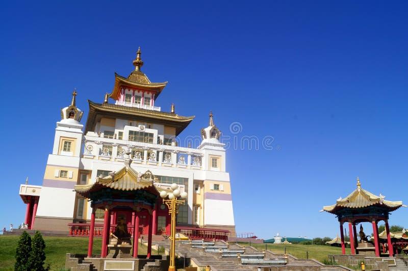 Domicílio dourado do templo budista da Buda Shakyamuni Elista, república de Calmúquia, Rússia fotografia de stock