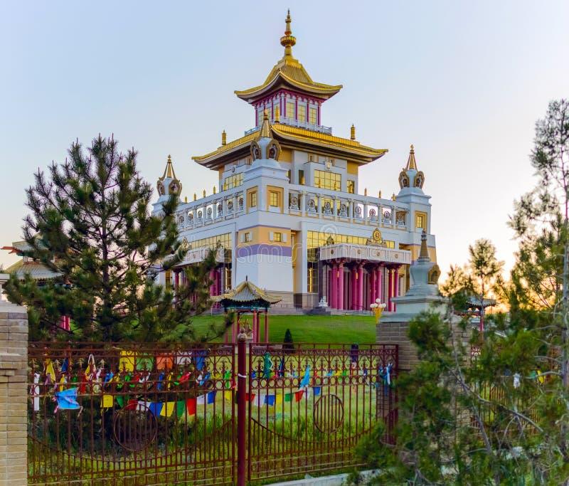 Domicílio dourado do templo budista da Buda Shakyamuni em Elista, república de Calmúquia, Rússia fotos de stock