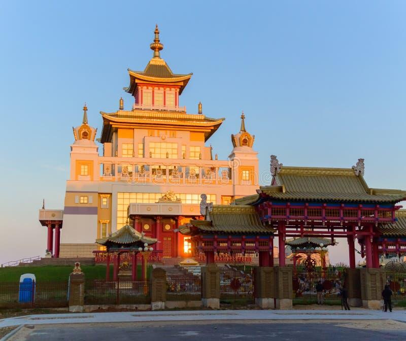 Domicílio dourado do templo budista da Buda Shakyamuni em Elista, república de Calmúquia, Rússia fotos de stock royalty free
