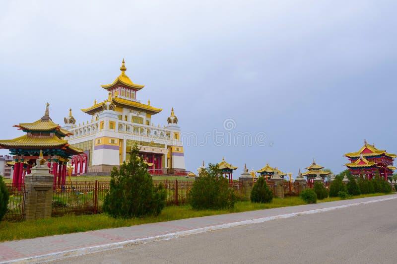 Domicílio dourado do templo budista da Buda Shakyamuni em Elista, república de Calmúquia, Rússia imagens de stock royalty free