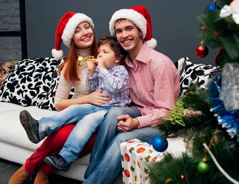 Domicílio familiar de riso novo com abeto vermelho imagem de stock royalty free
