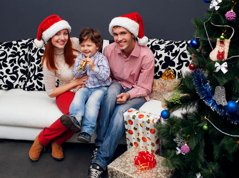 Domicílio familiar de riso novo com abeto vermelho foto de stock
