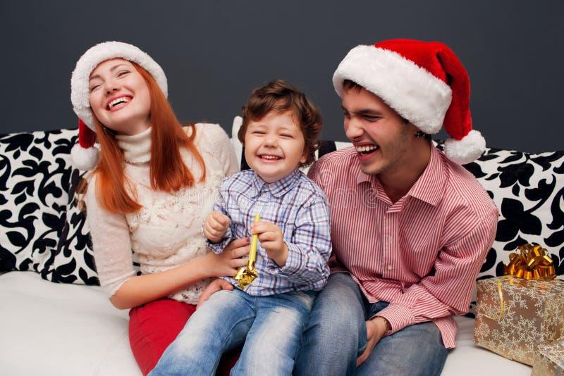 Domicílio familiar de riso novo com abeto vermelho imagens de stock royalty free