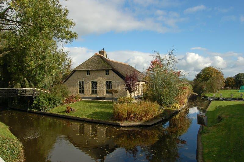 domicílio familiar thatched de vida fotos de stock royalty free