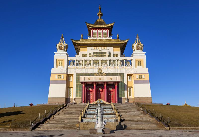 Domic?lio dourado da Buda Shakyamuni Elista fotografia de stock royalty free