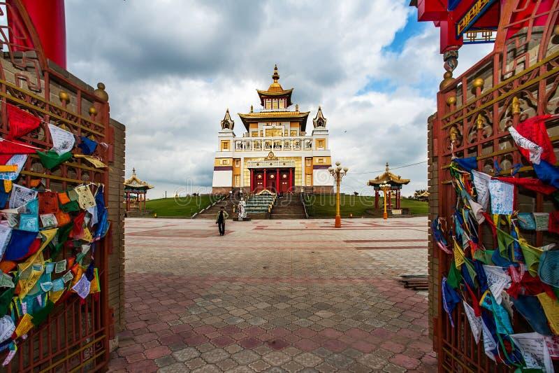 Domicilio de oro de Buda Shakyamuni fotografía de archivo
