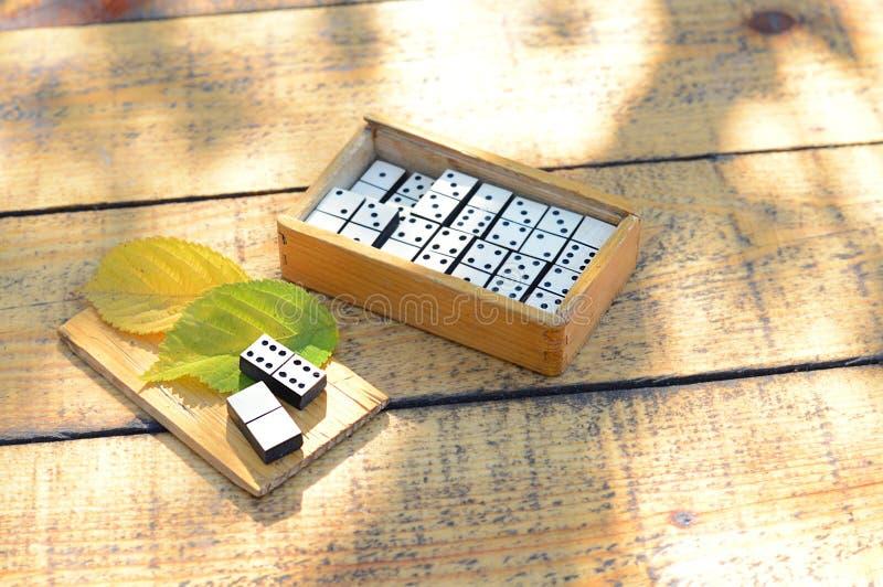 Dominós de madera fijados fotos de archivo libres de regalías