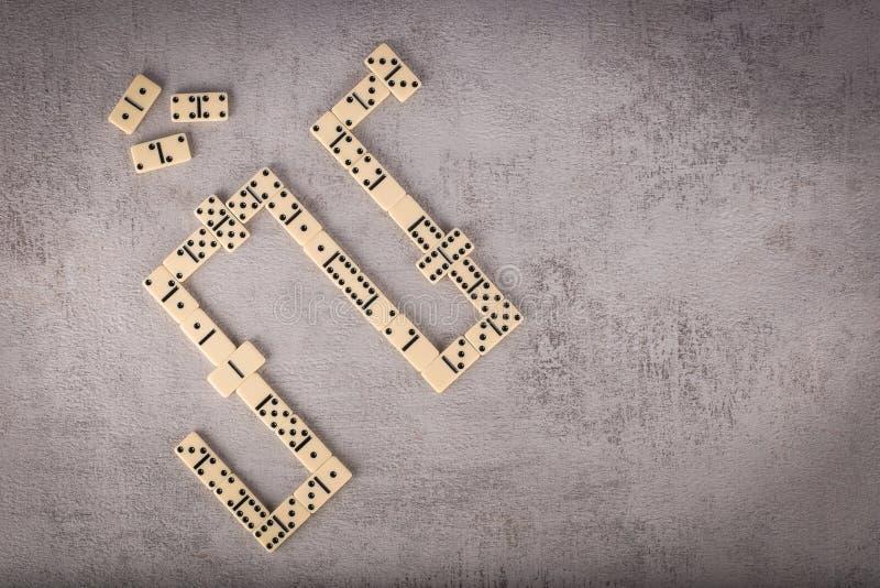 Dominós dobles-seis fijados en fondo texturizado gris imágenes de archivo libres de regalías