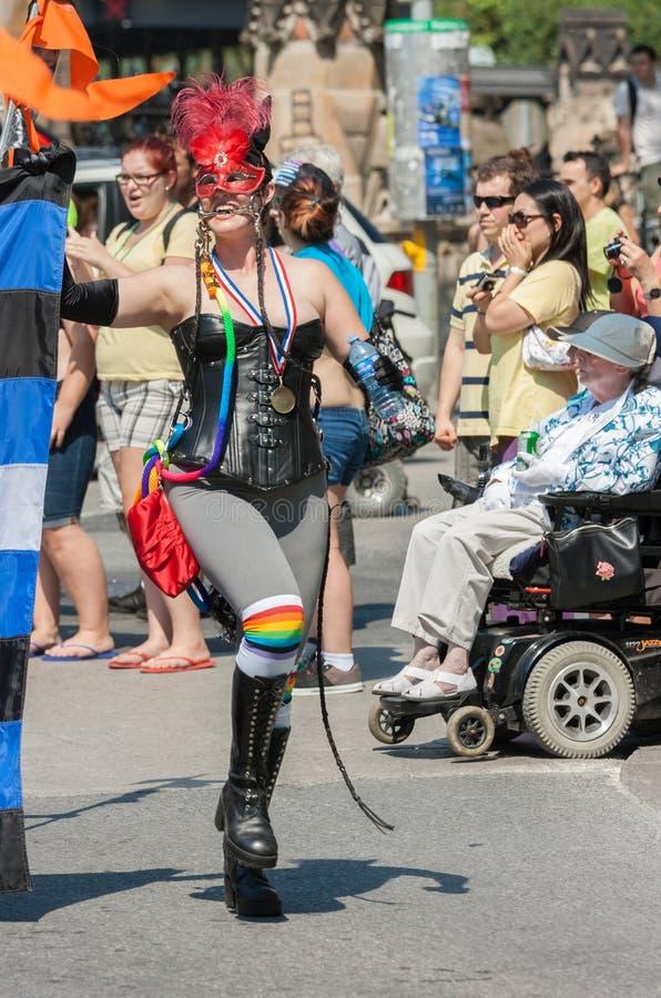 Dominatrix in Haupt-Pride Parade stockbilder