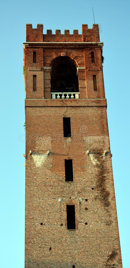 Dominent dans la place principale, dans Castelfranco Vénétie, l'Italie images libres de droits