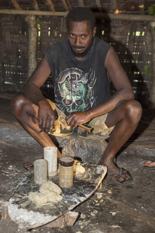 Domingo de Pentecostes, Republic of Vanuatu, o 21 de julho de 2014, homens nativos foto de stock royalty free
