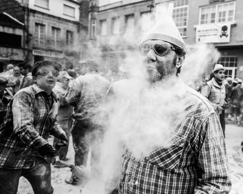 Domingo Fareleiro, eerste dag van entroido Carnaval in Xinzo DE Limia, Spanje stock fotografie