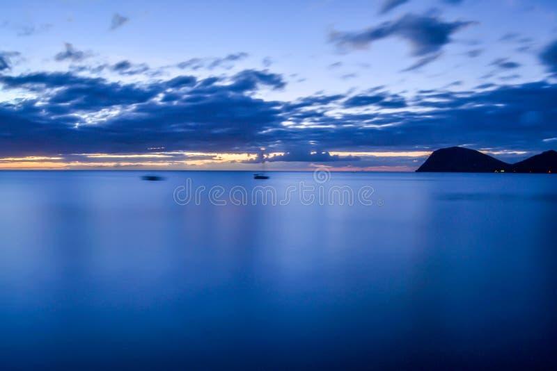Dominica Island Sunset in siluetta fotografia stock libera da diritti