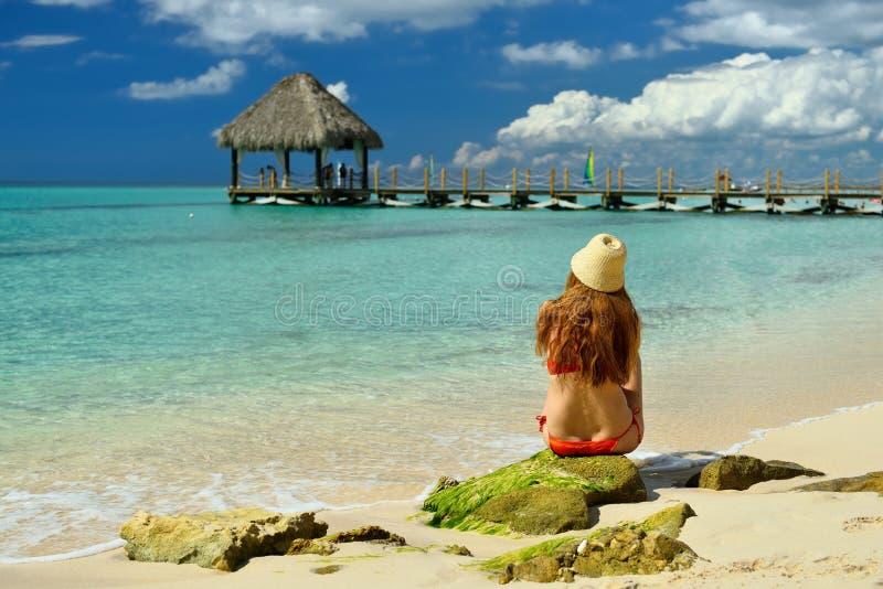Dominicus海滩的游人在多米尼加共和国 免版税图库摄影