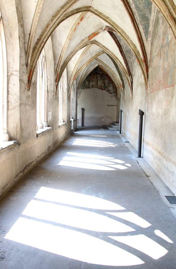 Dominikanisches Kloster- und Kruzifixfresko, Bozen stockfotos