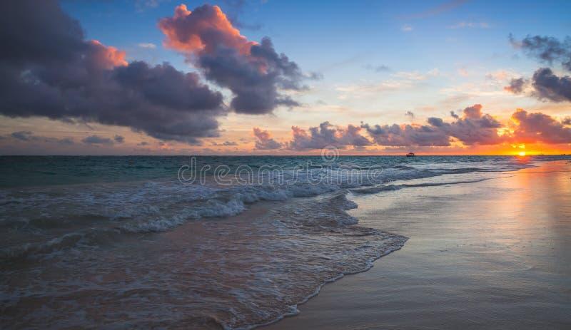 Dominikanska republiken kust- landskap royaltyfria bilder