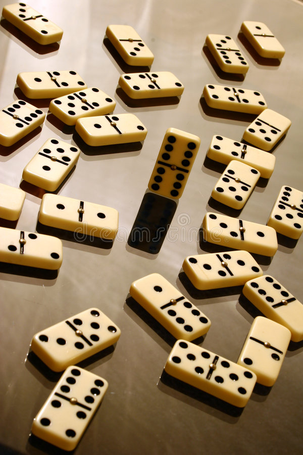 Download Domino image stock. Image du reine, glace, table, réflexion - 740923