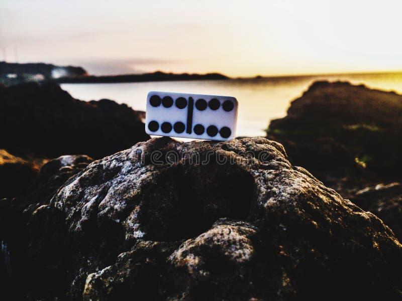 Domino aux roches photo libre de droits