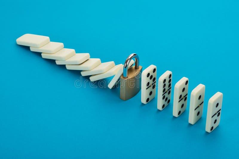 Domino et serrure images libres de droits