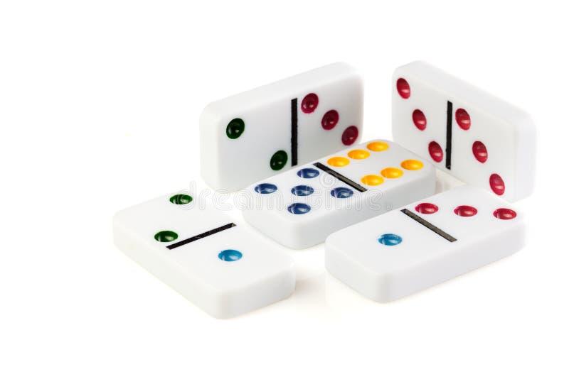 Domino op witte foto als achtergrond voor uw vrije tijdsprojecten of van raadsspelen publicaties wordt geïsoleerd die close-up royalty-vrije stock afbeeldingen